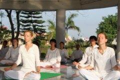 thumbs_meditation-class-yogavini-rishikesh